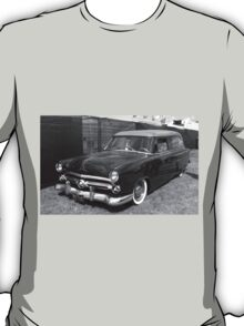 Retro Studebaker - they don't make 'em like this anymore! T-Shirt