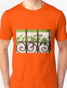 gate with ivy Unisex T-Shirt