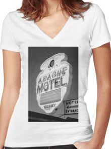 Route 66 - Apache Motel Women's Fitted V-Neck T-Shirt