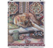 Ginger cat playing Solitaire iPad Case/Skin