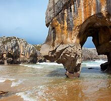 Beach of Caves of the sea by PhotoBilbo