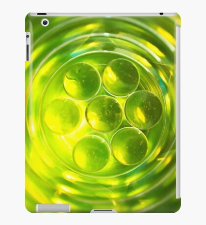 bright green abstract geometric design iPad Case/Skin