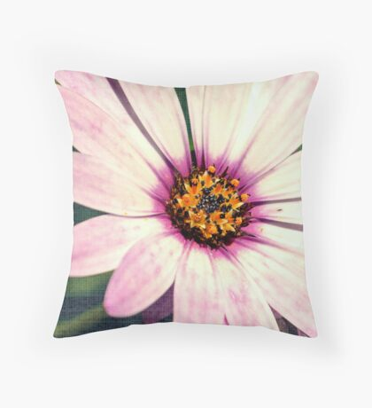 Daisy. Throw Pillow