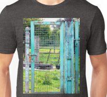 Le mystère des vieilles portes bleues ! Unisex T-Shirt