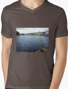 Safe Haven -  Stjórnavágr Mens V-Neck T-Shirt