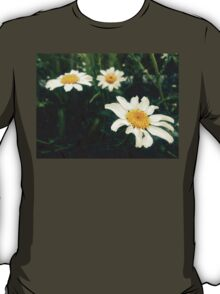 wild daisies on a green field T-Shirt
