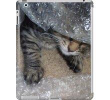Mikino - Burrowing in Bubble-Wrap iPad Case/Skin