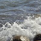 Breaking waves by Marlene  Klausen