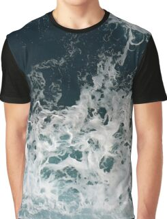 Waves in the ocean Graphic T-Shirt
