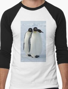 Emperor Penguins Huddled Men's Baseball ¾ T-Shirt