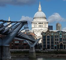 St Paul's Cathedral by Sue Martin