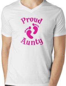 Proud Aunty with cute maternity baby feet Mens V-Neck T-Shirt
