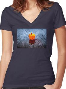 Apple on the Beach Women's Fitted V-Neck T-Shirt
