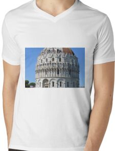 Detail of the Baptistery building in Piazza dei Miracoli (Square of Miracles), Pisa, Tuscany, Italy Mens V-Neck T-Shirt