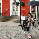 One man band - Tartu - Estonia by Arie Koene