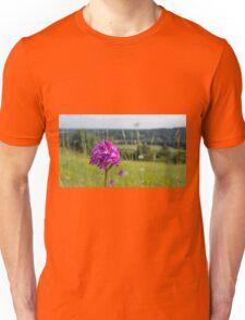 Pyramidal Orchid (Anacamptis pyramidalis) on chalkhill downs Unisex T-Shirt