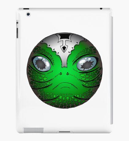 Portrait of Reptile alien with helmet iPad Case/Skin
