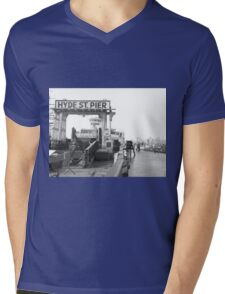 Hyde St Pier, SF Mens V-Neck T-Shirt
