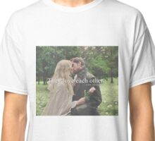 love each other Classic T-Shirt