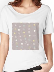 Snowflakes and stars on a snowy pink brown background Women's Relaxed Fit T-Shirt
