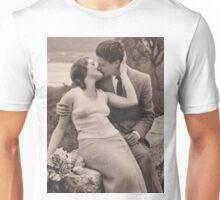 Vintage romance couple kissing Unisex T-Shirt