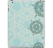 Abstract design with green geometric arabesque snowflakes iPad Case/Skin