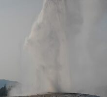 Old Faithful Erupting by friendspore