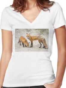 Red fox family Women's Fitted V-Neck T-Shirt