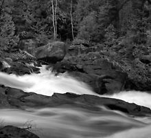 Water on the rocks by photogaet