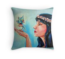Encuentro fantastico Throw Pillow