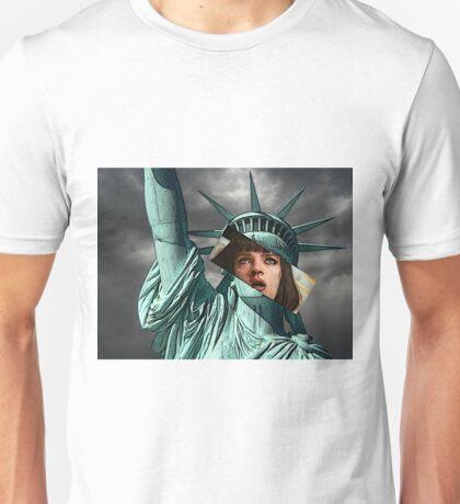 Mia Wallace Statue of Liberty Unisex T-Shirt