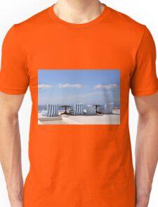 28 September 2016 View of white buildings in Santorini, Greece Unisex T-Shirt