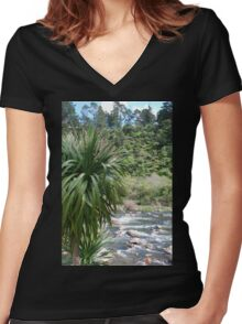 Cabbage tree Women's Fitted V-Neck T-Shirt