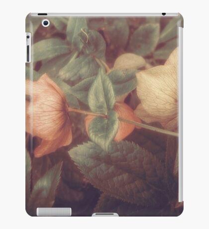 SECRET FLOWERS OF PARADOX iPad Case/Skin