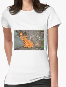 Chicken Of The Woods Fungi - Laetiporus sulphureus T-Shirt