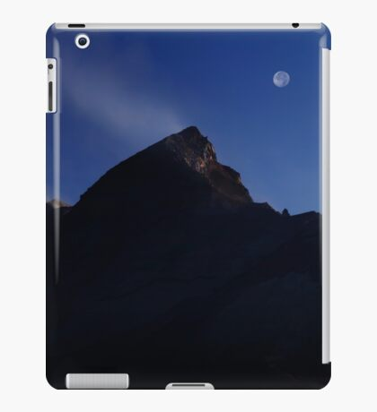 Moon Over Mount St. Helens. iPad Case/Skin