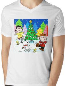 CHARLIE BROWN CHRISTMAS 27 Mens V-Neck T-Shirt