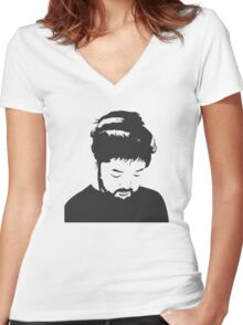 Nujabes Women's Fitted V-Neck T-Shirt