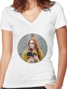 Amelia Pond Women's Fitted V-Neck T-Shirt