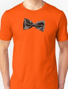 Bow Tie (inclined right) Unisex T-Shirt