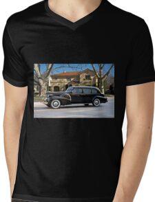 1939 Cadillac Fleetwood 7519 Sedan Mens V-Neck T-Shirt