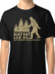 Bigfoot saw me but nobody believes him T-shirt Classic T-Shirt
