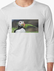 Puffin nestbuilding Long Sleeve T-Shirt