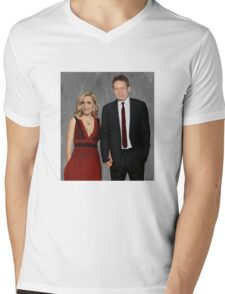 Gillian Anderson and David Duchovny attend Emmy Awards 2017 Mens V-Neck T-Shirt