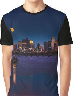 Rising super moon in Boston. Graphic T-Shirt