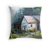 Abandoned farm house Throw Pillow