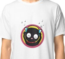Cat with headphones hears music Classic T-Shirt