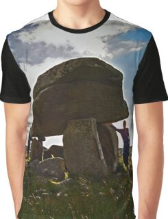 Kilclooney Dolmen, County Donegal Graphic T-Shirt