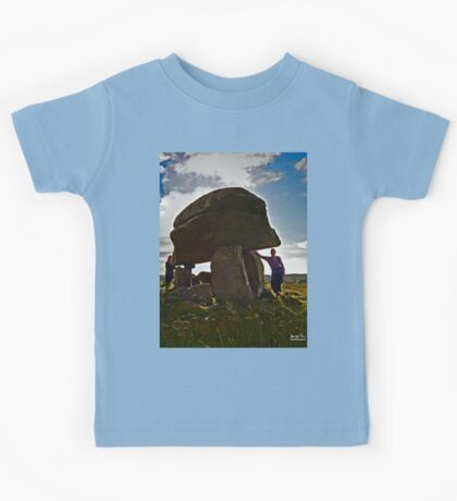 Kilclooney Dolmen, County Donegal Kids Tee