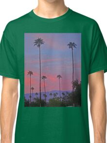 PALM TREES SILHOUETTED AGAINST A PINK AND BLUE SKY Classic T-Shirt